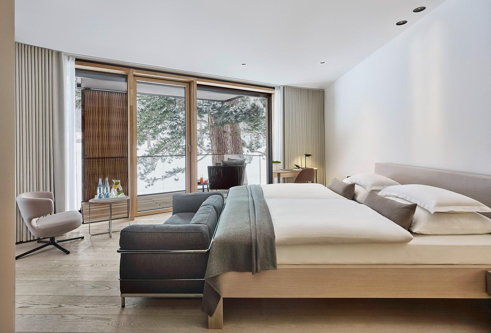 Bild der Lanser Suite mit Bett und Balkon