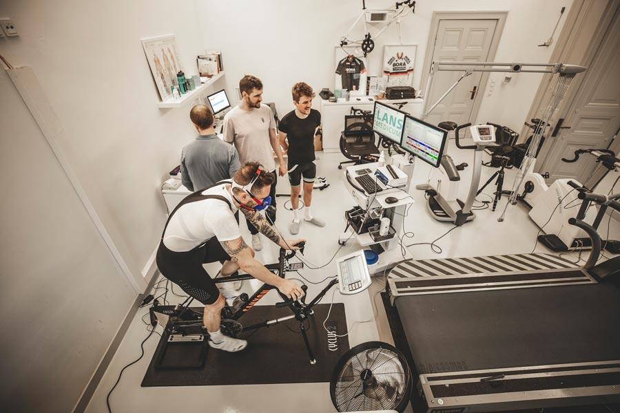 Männer bei Spiroergometrie