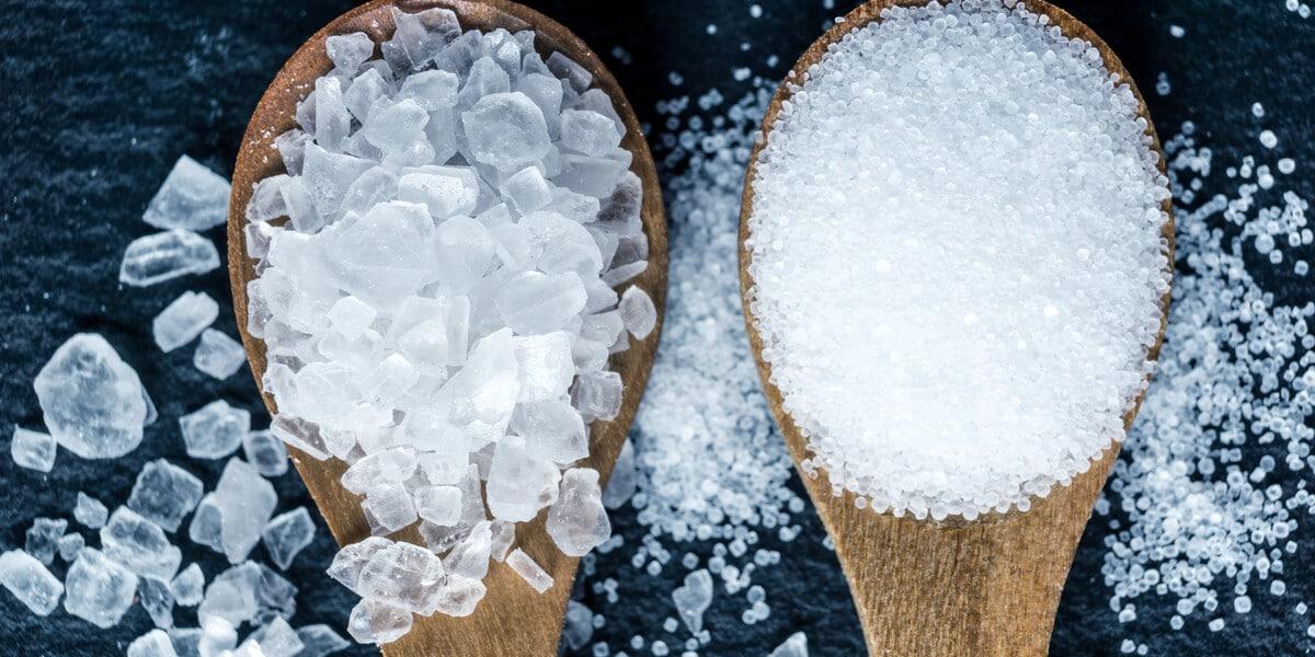 Salz in Löffeln
