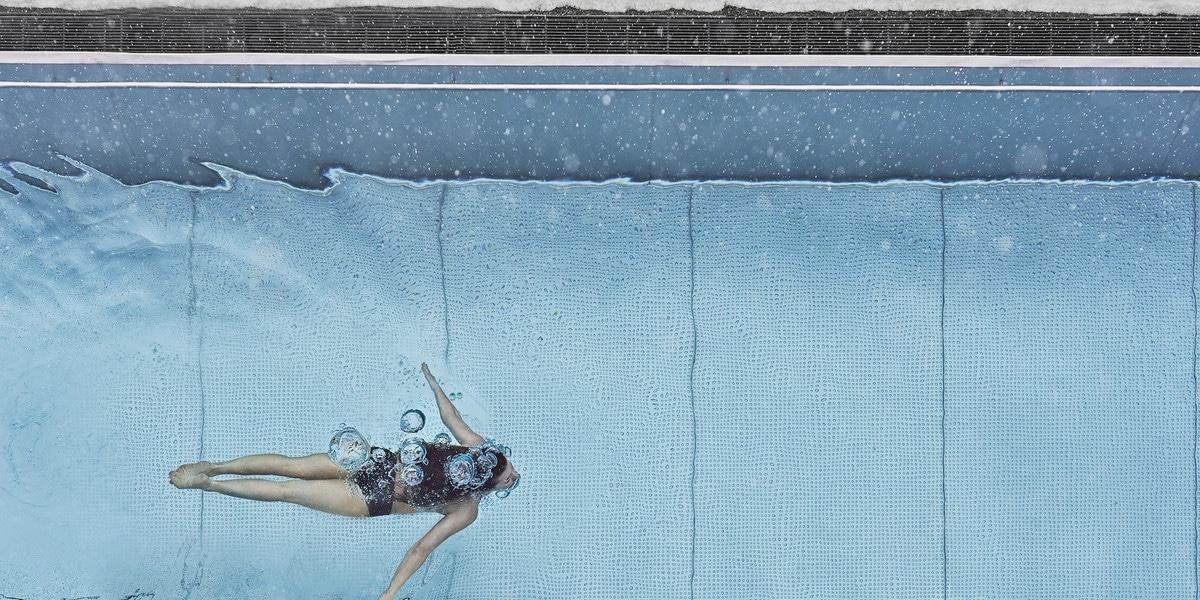 Schwimmer der grade am Tauchen ist