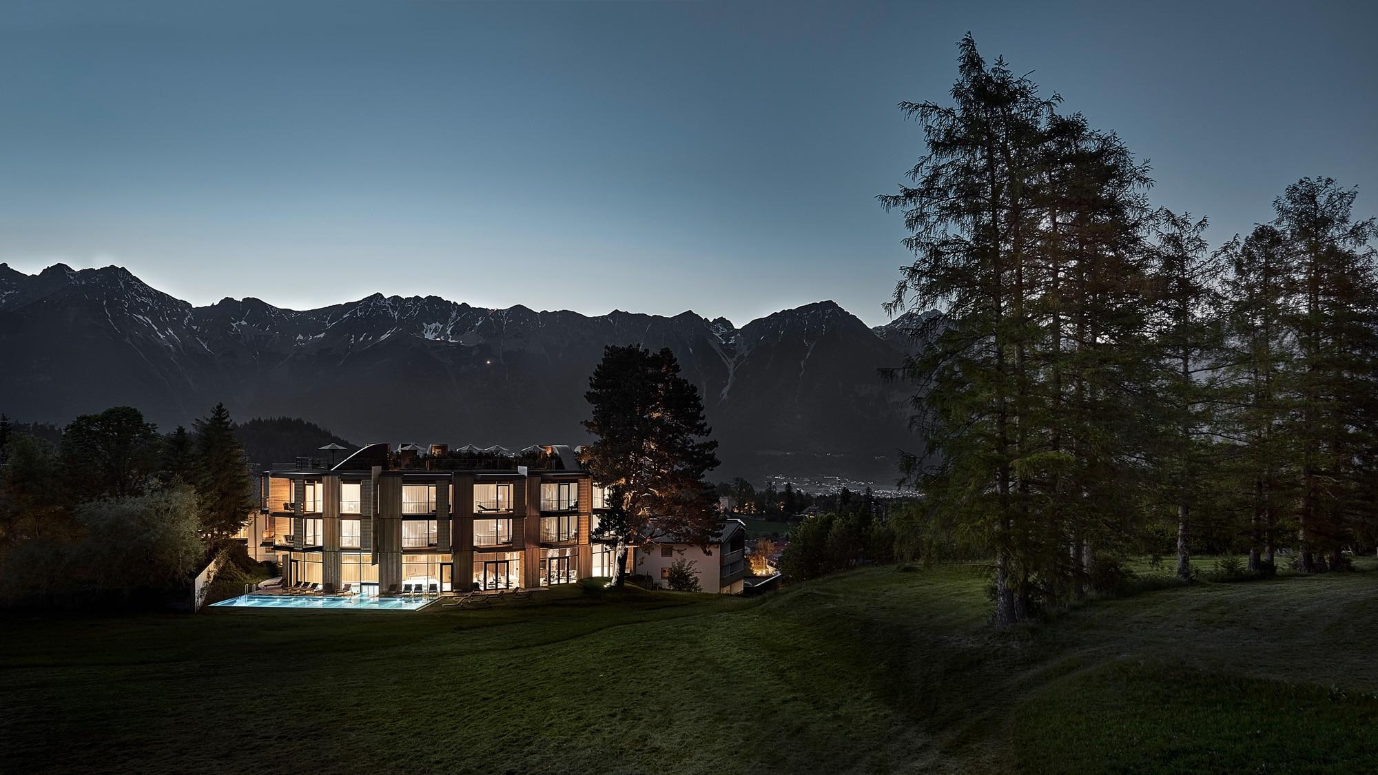 Lanserhof Lans Badehaus bei Nacht von Alexander Haiden