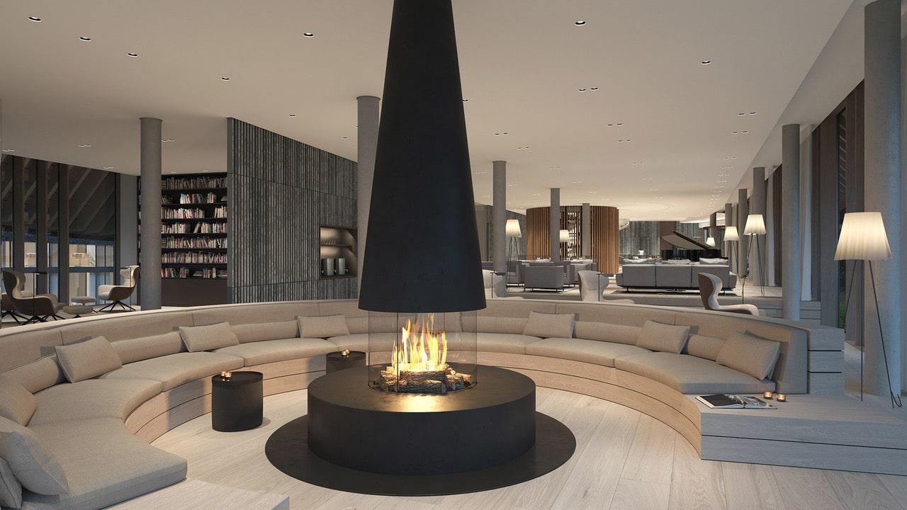 Innenansicht der Lounge im Lanserhof Resort Sylt mit Kamin