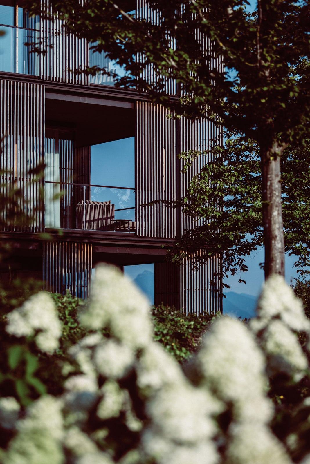 Aussenansicht der Balkone des Lanserhof Tegernsee