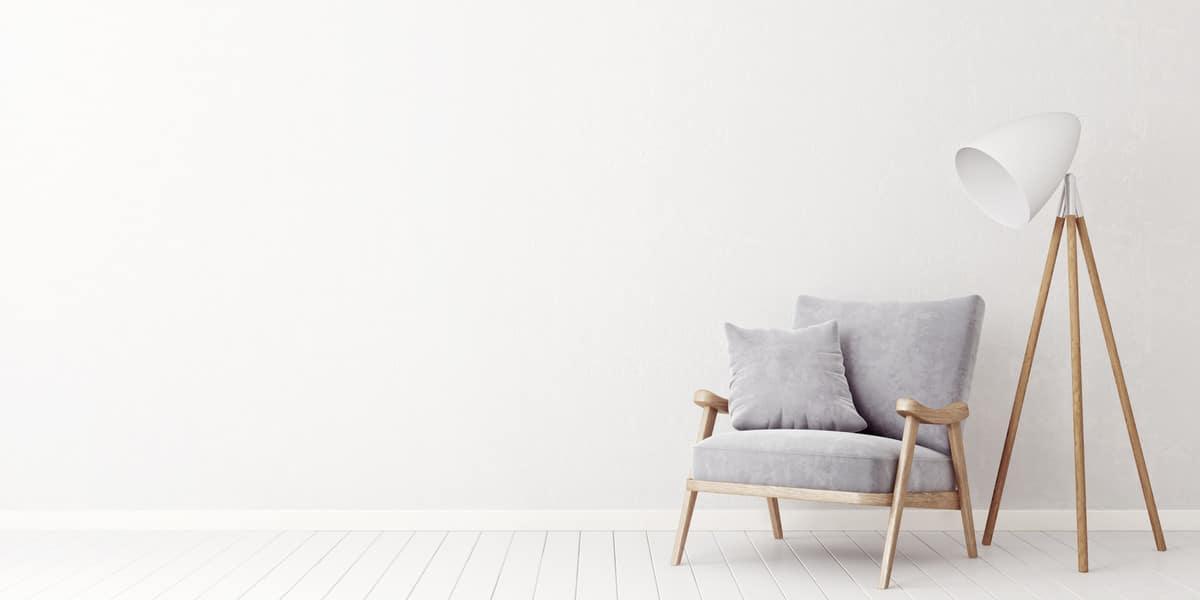 Sitzsofa und Lampe